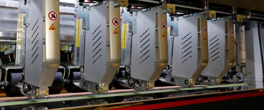在卡夫(G.Kraft)公司的硬纸板切割机应用中 海普克GV3承受应力大、切割精度高